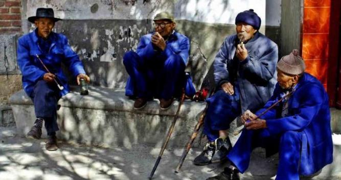 Elderly locals dressed in traditional blue, Dali, Yunnan, China