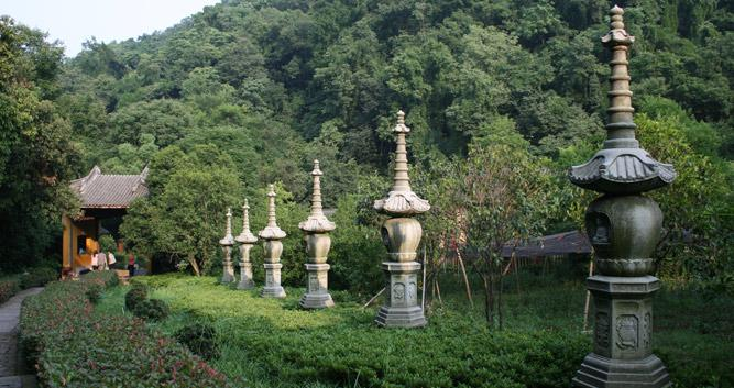 Temple_near_Hangzhou_in_luxury_China_travel