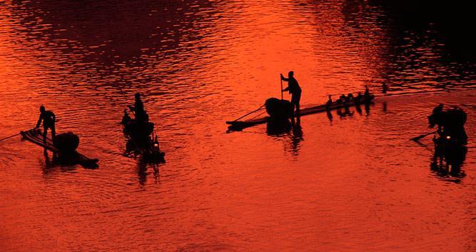 deep-sunset-Li-River-near-Guilin-China