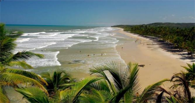 A view down the stunning coastline close to Itacare, Brazil