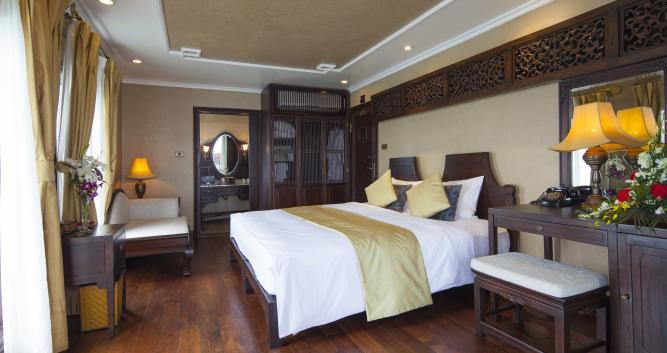 halong-bay-luxury-junk-luxury-vietnam-holidays