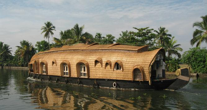 Houseboat cruising along the backwaters, Alleppey, India